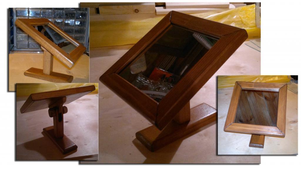 Зеркало в деревянной оснастке