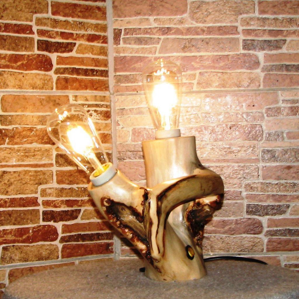 Настольный деревянный светильник Фото (1)