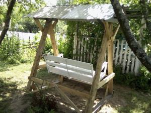 Садовые качели из дерева (2)