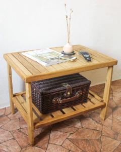 Журнальный столик из массива сосны (3)