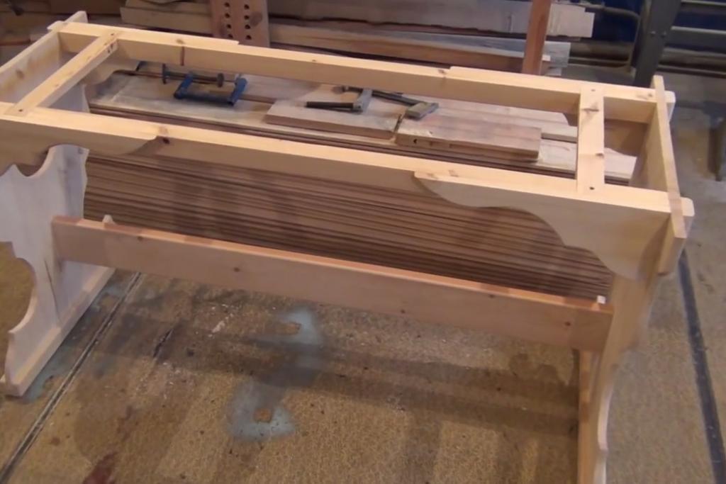 Подстолье из дерева для стола своими руками. Общий вид с другого ракурса