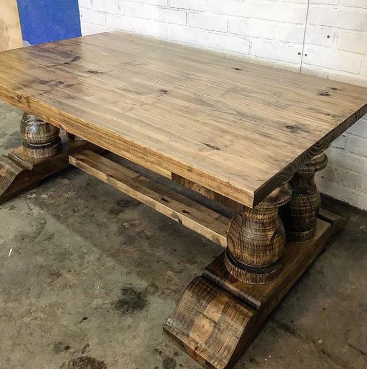 Массивный кофейный столик