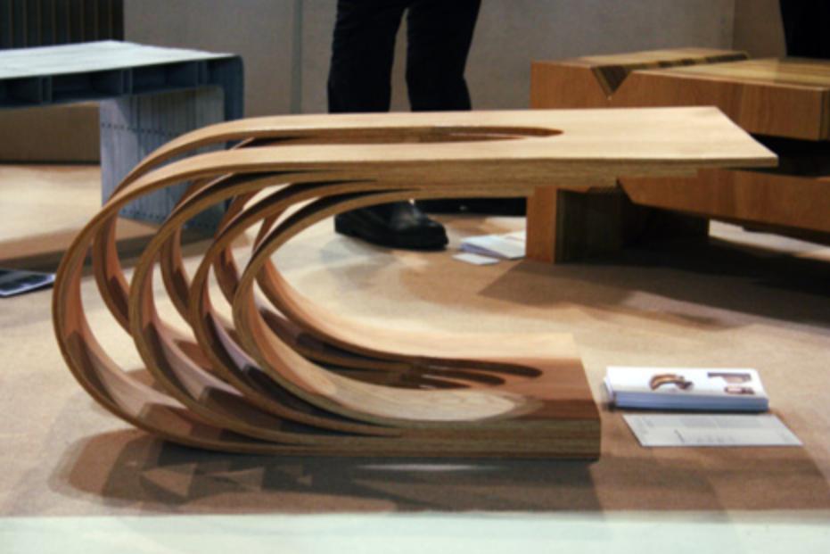 Многослойный гнутый столик