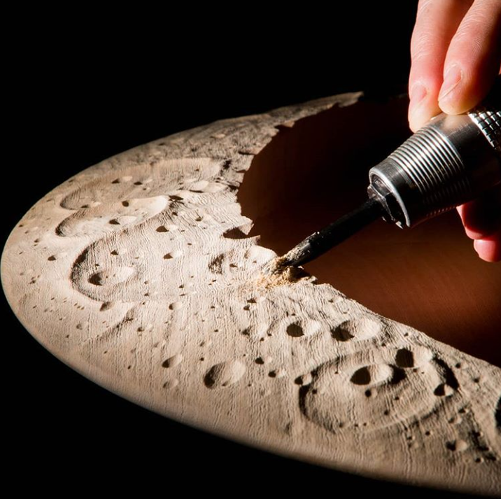 Нанесение лунной поверхности на столик