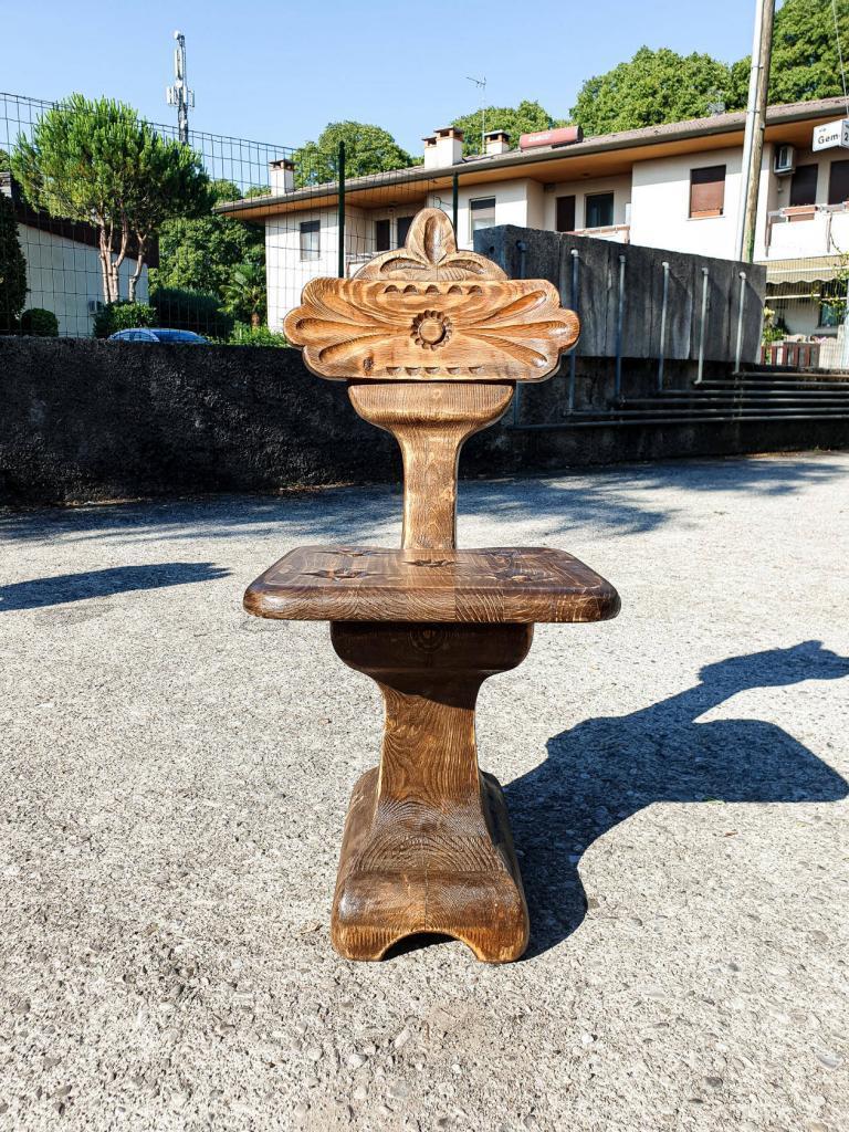 Резной стул необычной формы (3)
