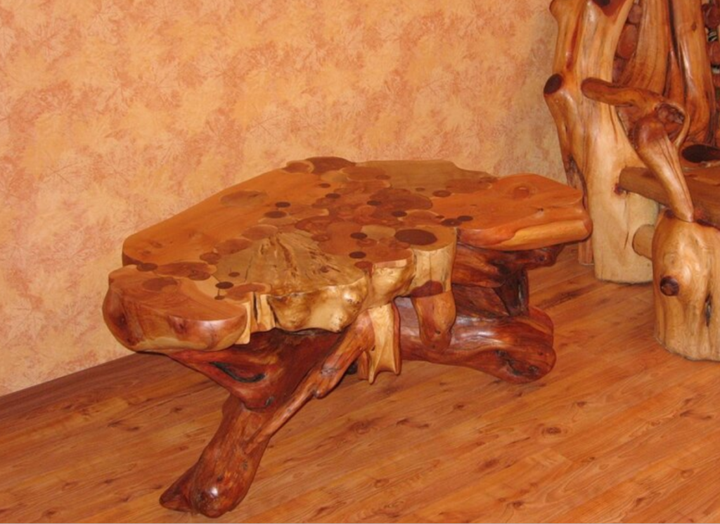 Стол из коряг