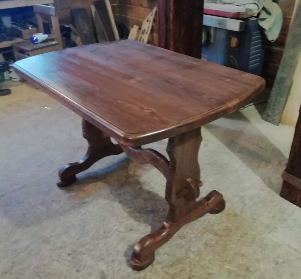 Стол с волнистым подстольем (2)