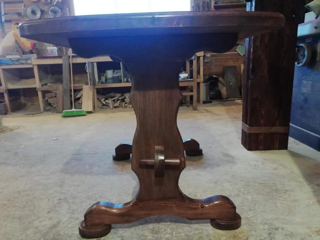 Стол с волнистым подстольем (3)