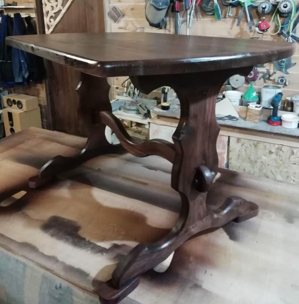 Стол с волнистым подстольем (4)