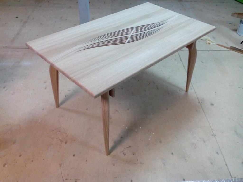 Столик с волнистой вставкой (1)