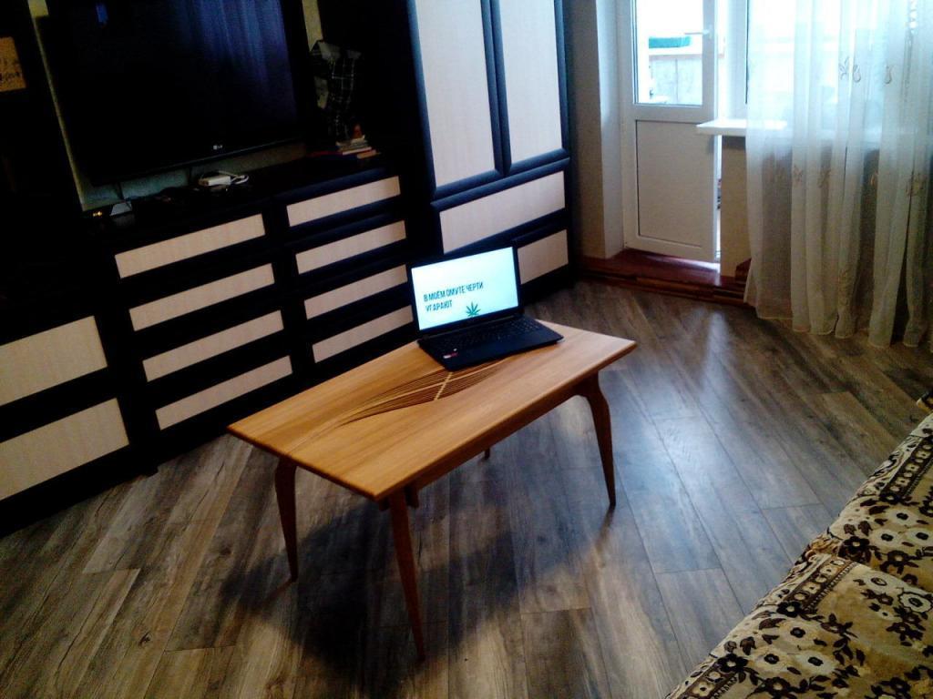 Столик с волнистой вставкой (2)