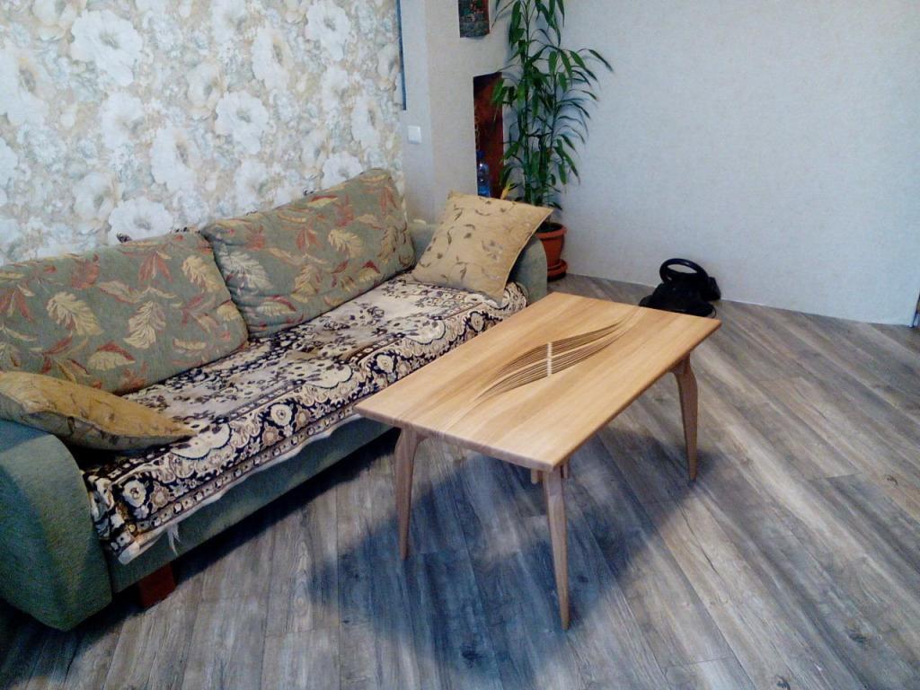 Столик с волнистой вставкой (3)