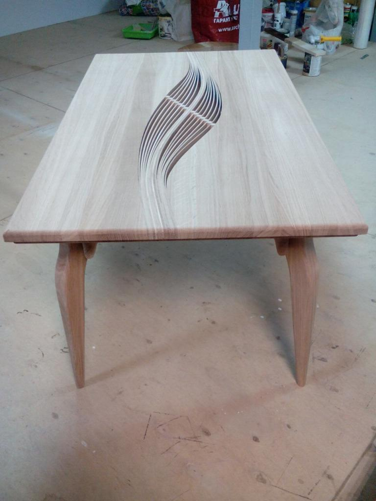 Столик с волнистой вставкой (4)