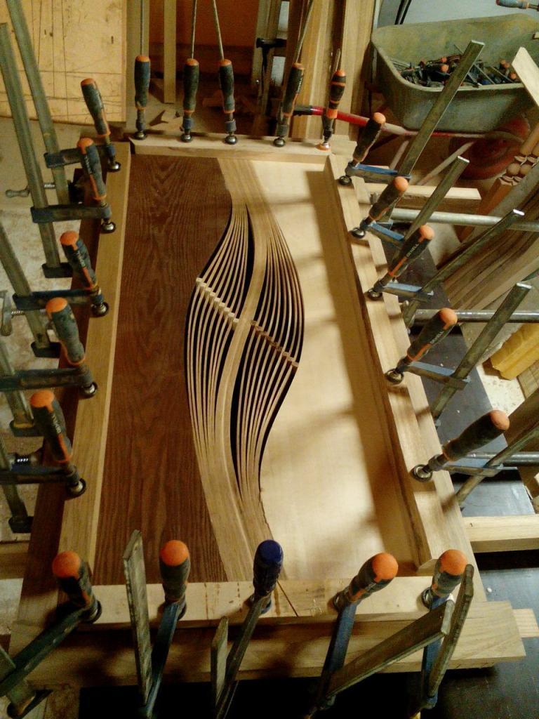 Столик с волнистой вставкой в процессе изготовления (1)