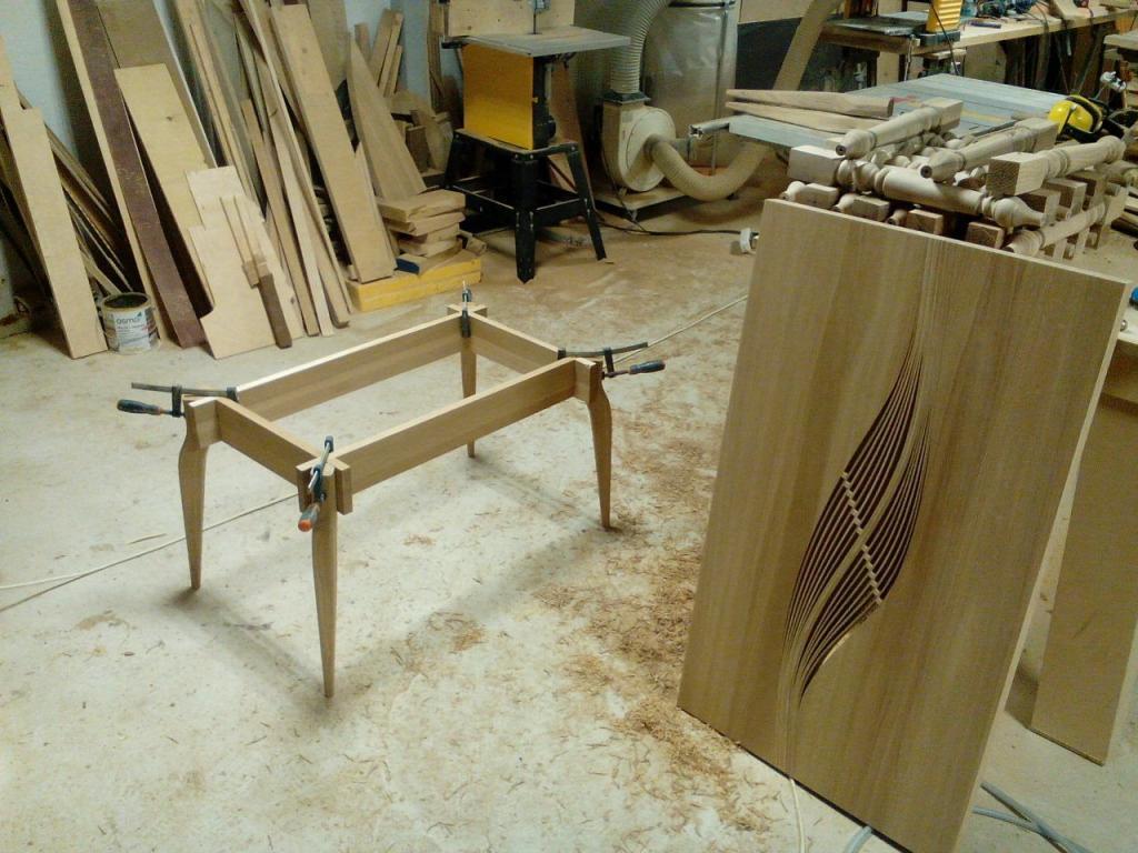Столик с волнистой вставкой в процессе изготовления (5)
