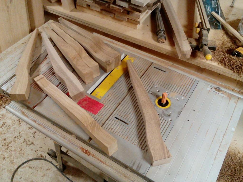 Столик с волнистой вставкой в процессе изготовления (6)
