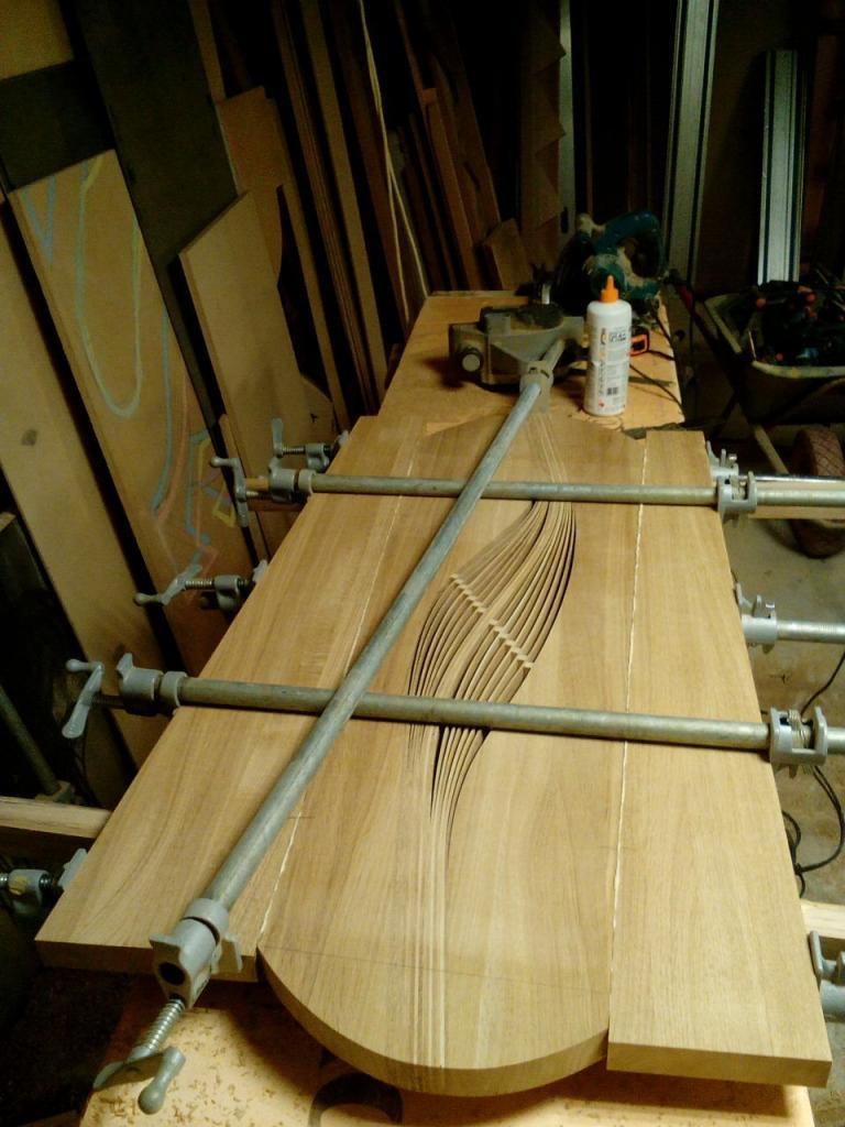 Столик с волнистой вставкой в процессе изготовления (7)
