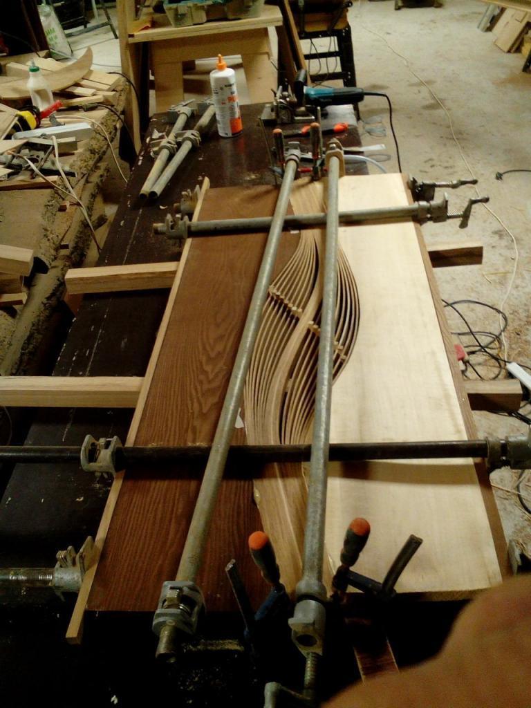 Столик с волнистой вставкой в процессе изготовления (8)