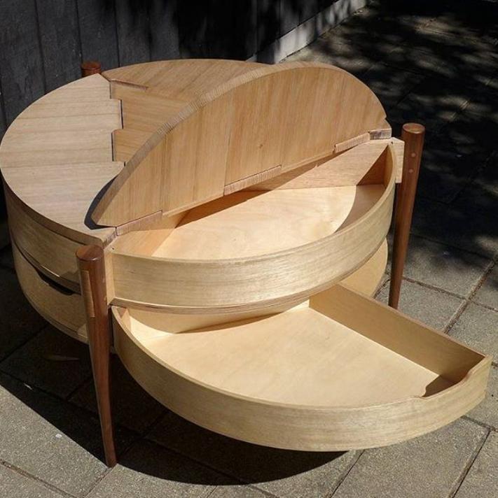 Столик в отсеками для хранения