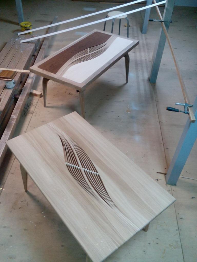 Столики с волнистыми вставками