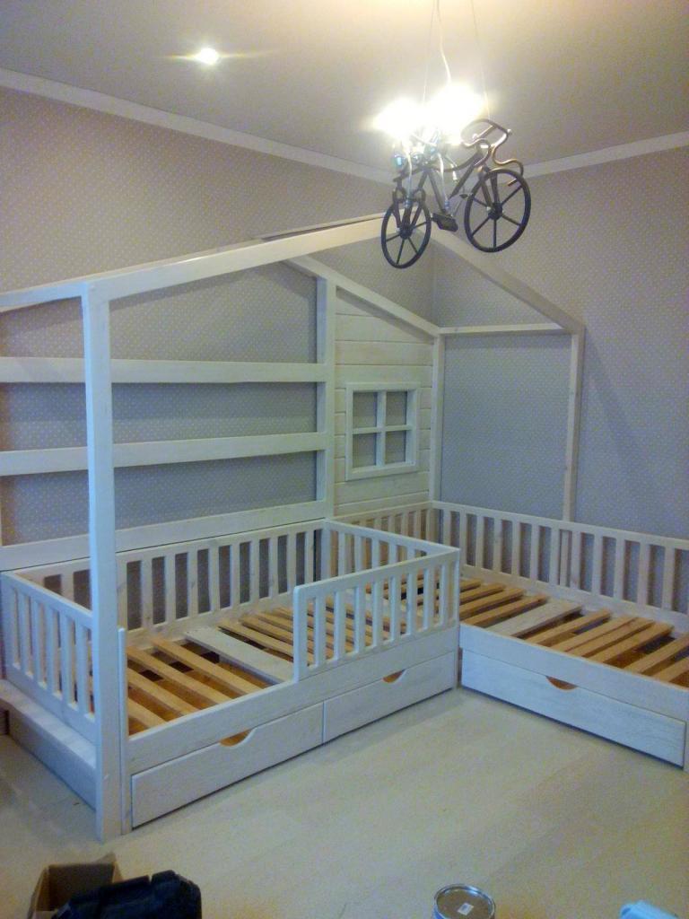 Двуспальная кроватка-домик