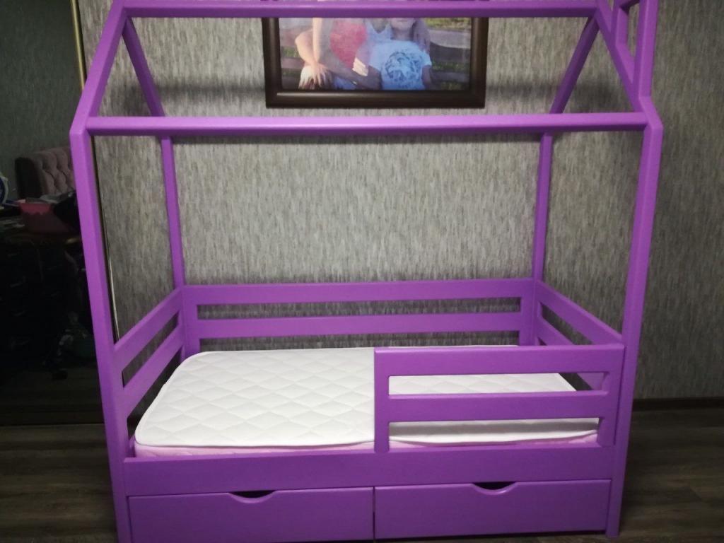 Кроватка-домик для девочки
