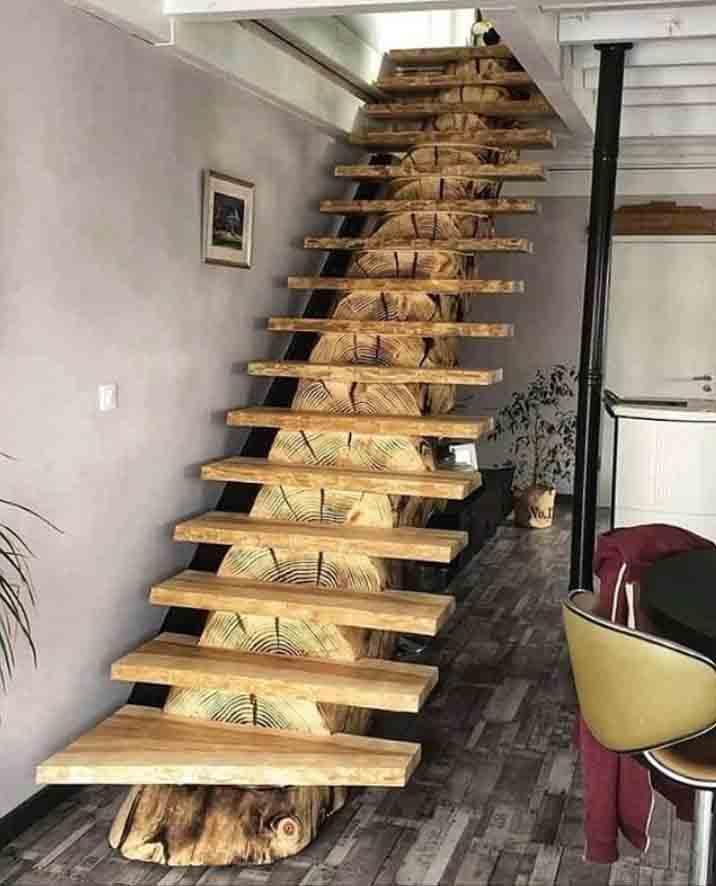 Лестница из цельного бревна