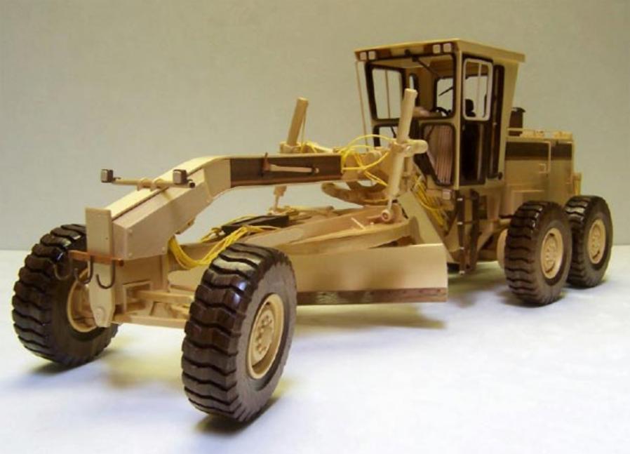 Модель грейдера из дерева. Фото (1)