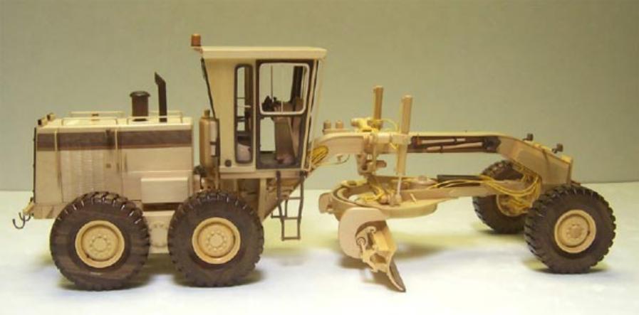 Модель грейдера из дерева. Фото (9)