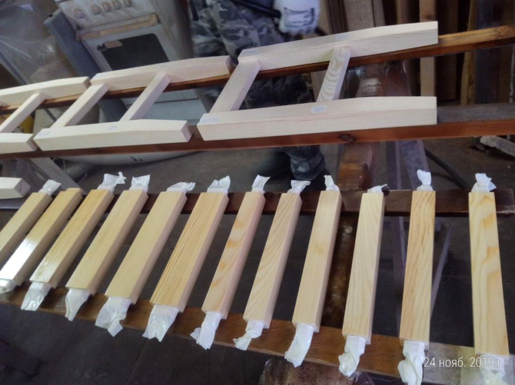 Процесс изготовления табуретов. Фото (4)