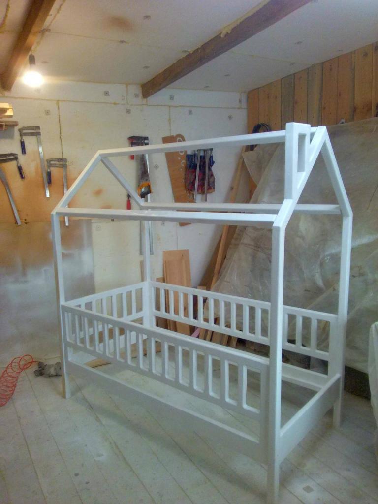 Процесс работы над кроватками-домиками. Фото (4)