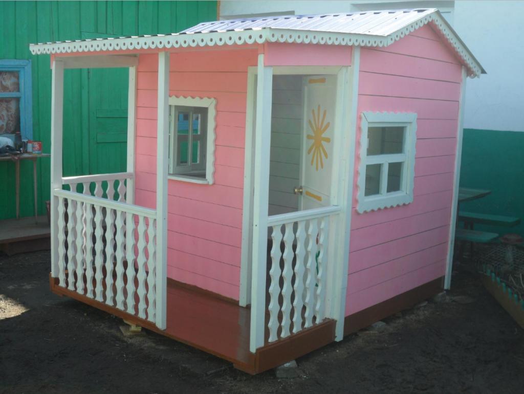 Розовый детский домик
