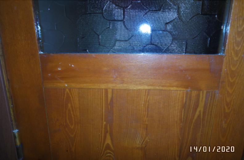 Фрагмент соединения нижней филенки с вертикальными брусьями