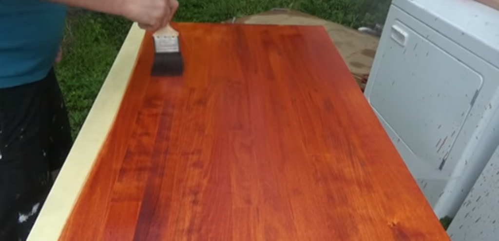 Нанесение морилки на поверхность