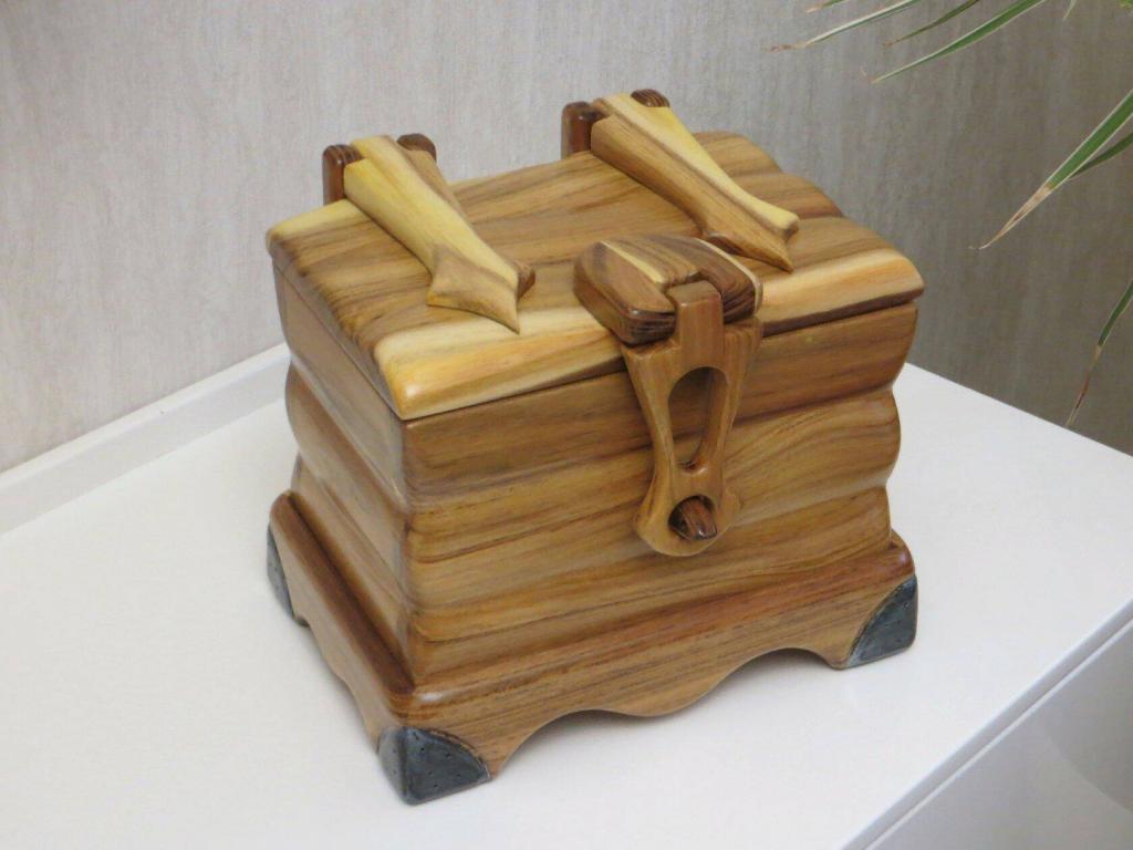 Шкатулка с деревянными шарнирами (1)