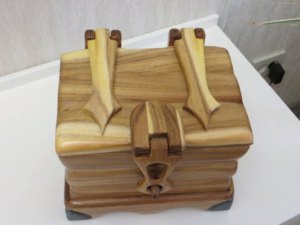 Шкатулка с деревянными шарнирами (2)