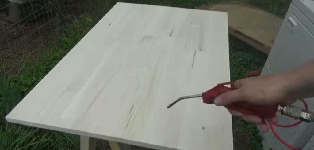 Сдувание древесной пыли