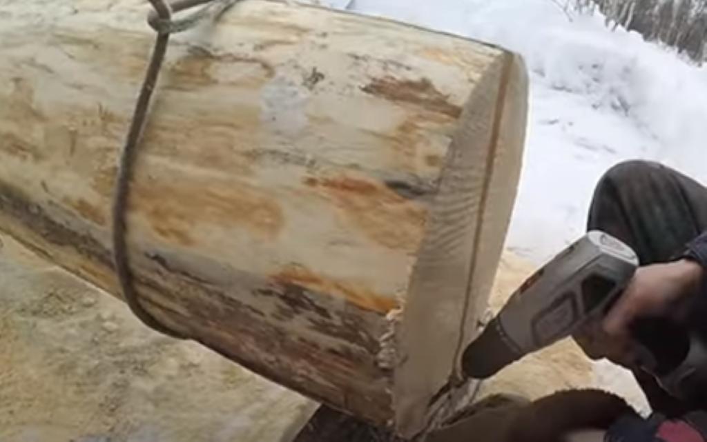 Удаление крепёжных шурупов