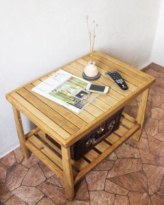 Журнальный столик из массива сосны (1)
