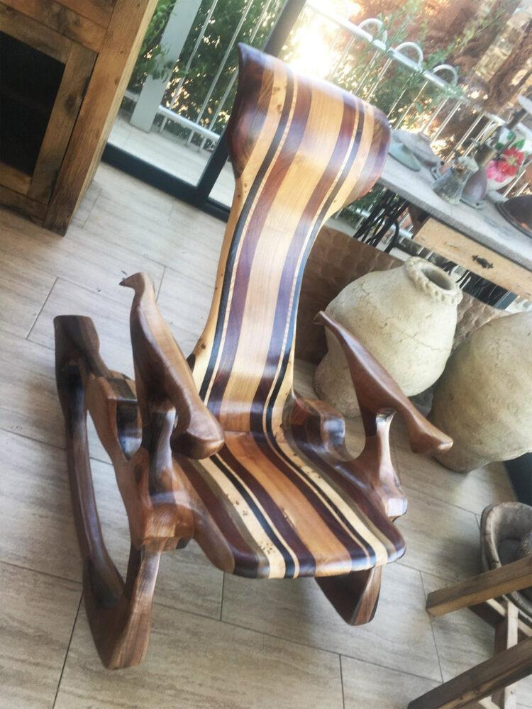 Кресло-качалка с полосатым сиденьем (3)